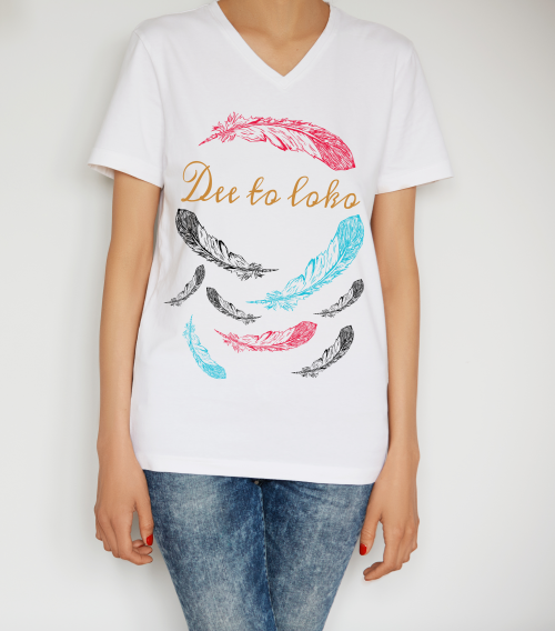 vrouwen t-shirt, womans shirt, wit, opdruk, veren, wit, veren, feathers, ronde -hals, print, Dee to loko, ten-eight design, korte mouwen, colour black, round neck, short sleeves, red, blue, black