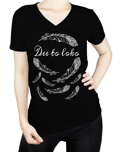 vrouwen t-shirt, womans shirt, zwart, opdruk, native, veren, feathers, ronde -hals, print, Dee to loko, ten-eight design,korte mouwen, colour black, round neck, short sleeves, white, witte opdruk, tekst, arowaks